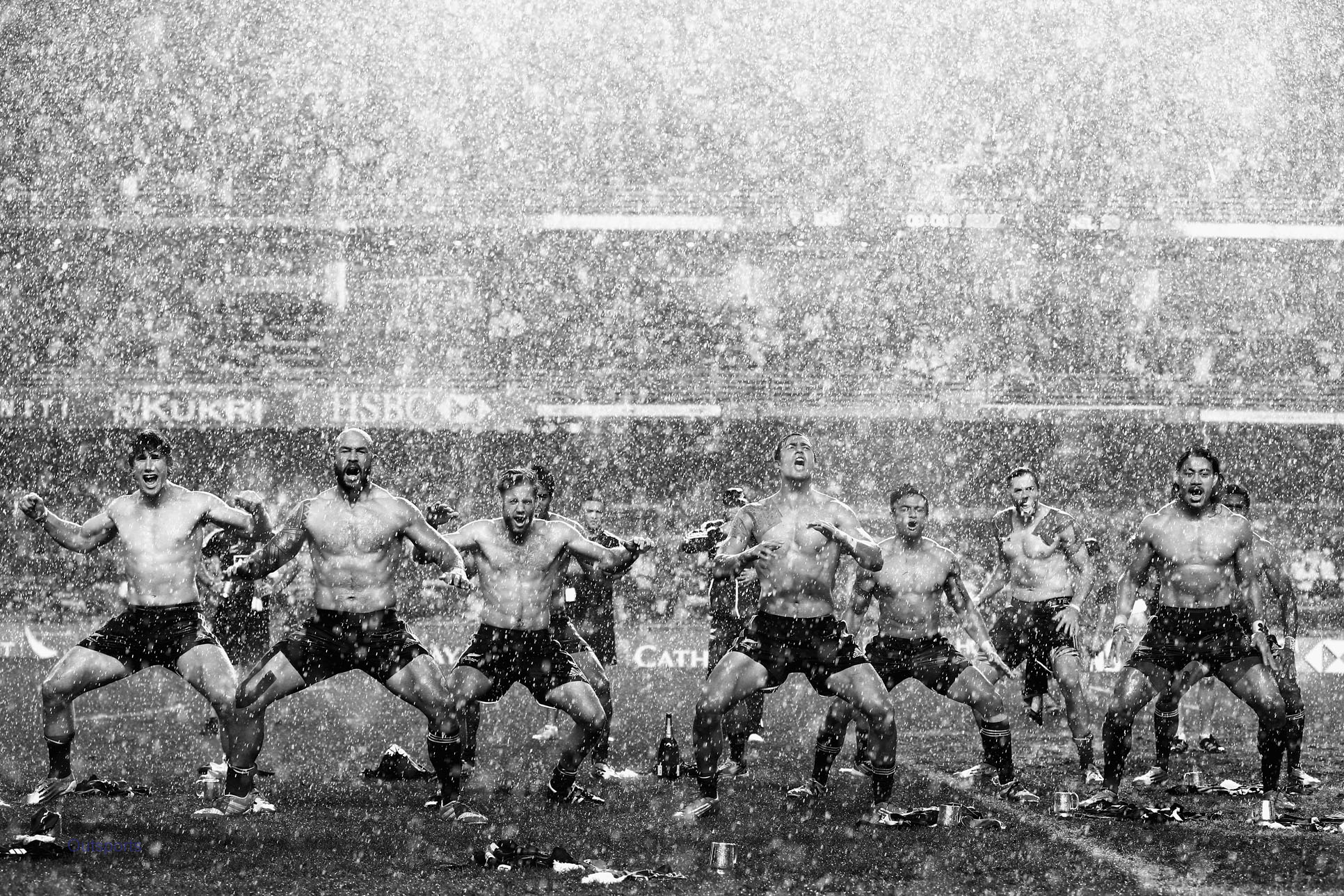 Awesome Photos Of New Zealand Rugby Players Doing Shirtless Haka In