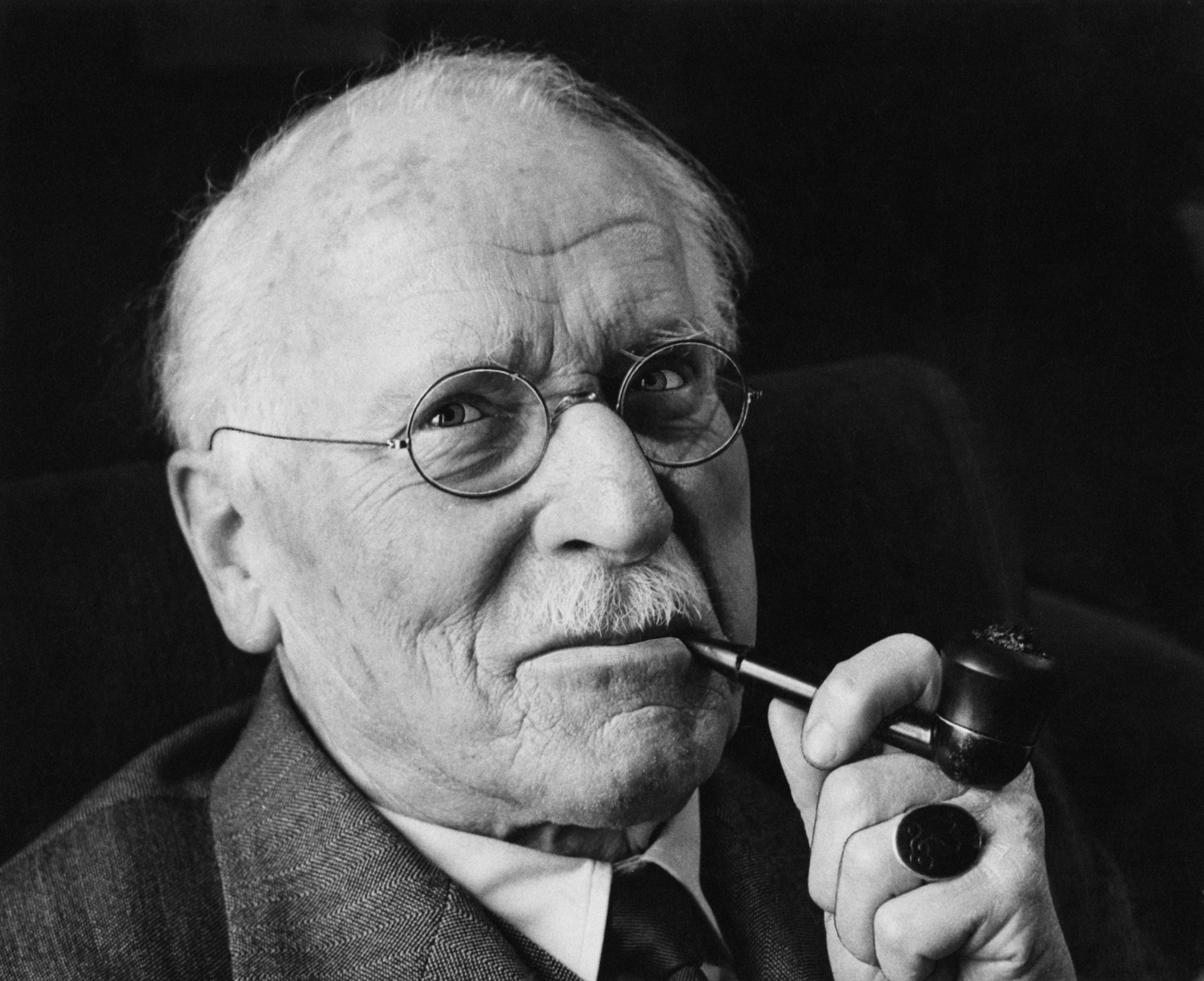 cg jung and america essay Carl jung was an early supporter of freud because of their shared interest in the unconscious  however in 1912 while on a lecture tour of america jung publicly .