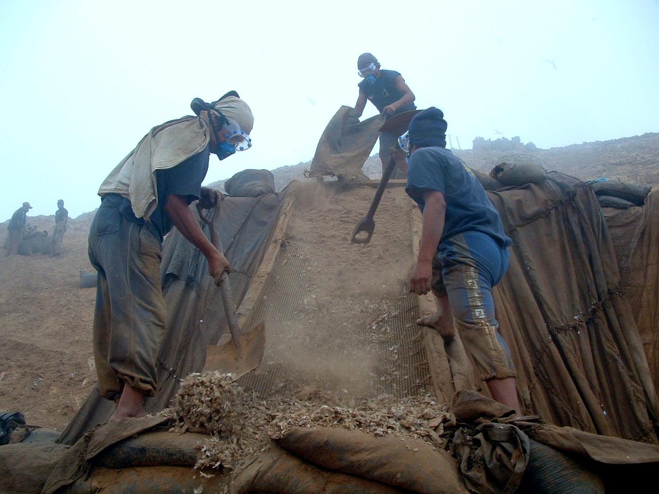 Campa_eros_-_trabajadores_del_guano_de_isla_del_per_