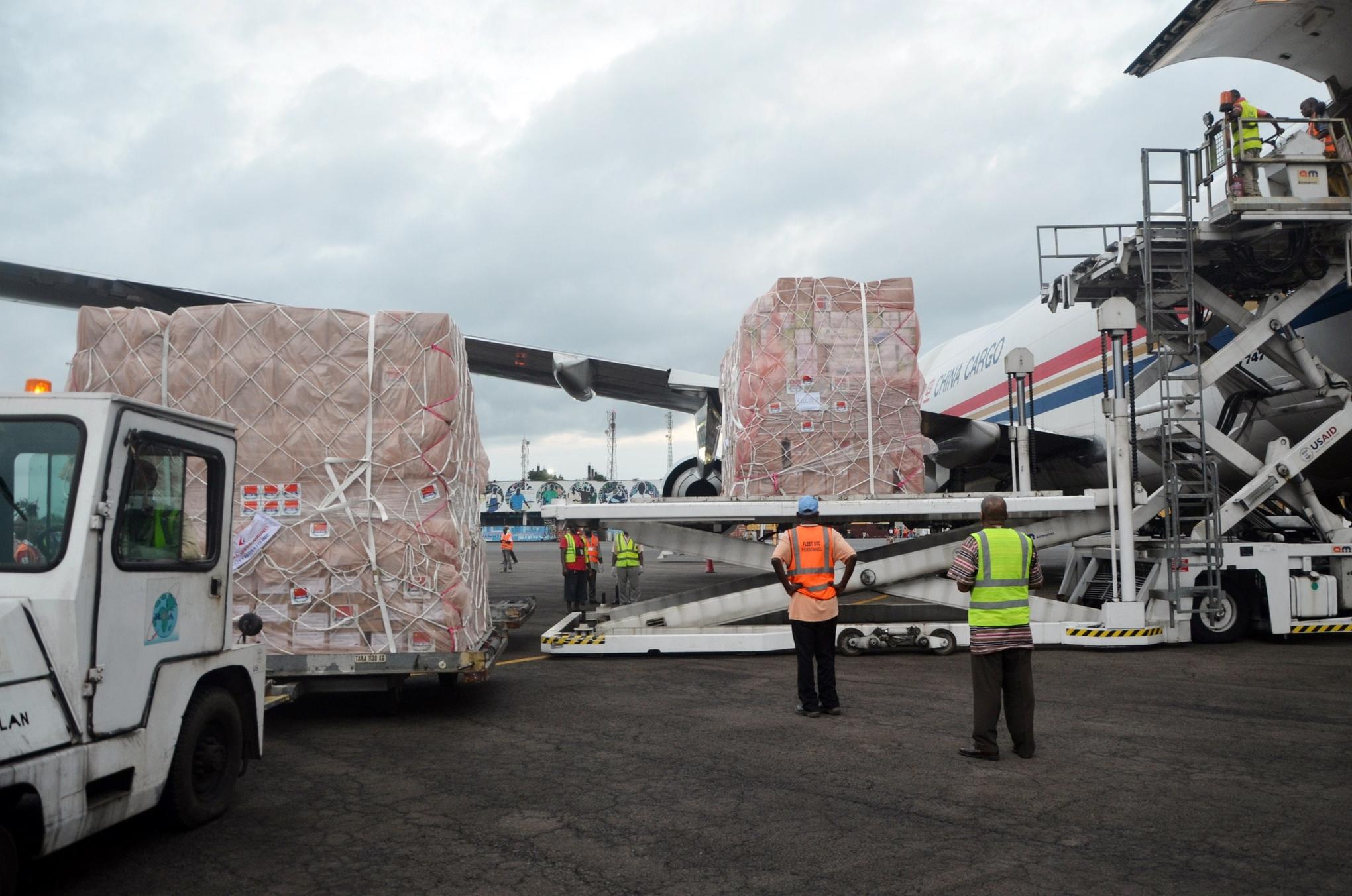Ebola_aid_supplies_plane