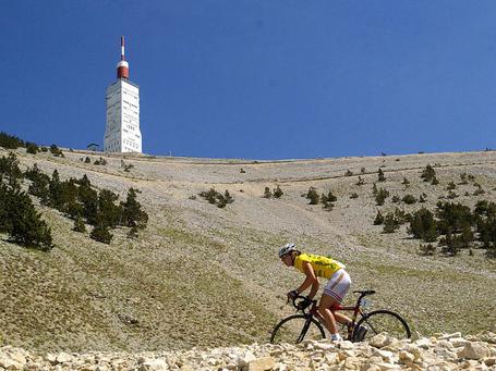 Nicole Cooke climbs the Ventoux