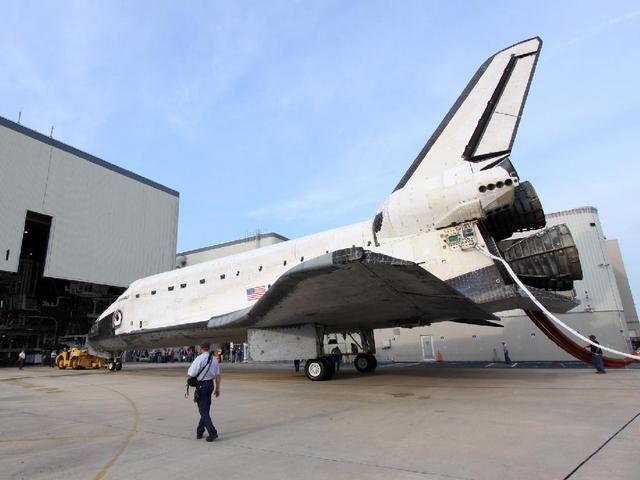 Space Shuttle Discovery to be strapped to a 747 and flown over ...
