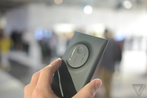 Gallery Photo: Nokia Lumia 1020 hands-on photos