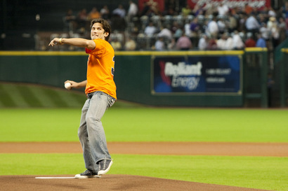02_kj_noons_throws_first_pitch
