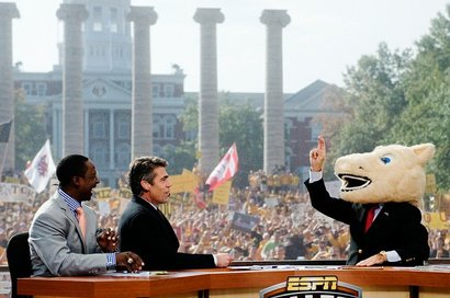 102310_8274a_jb_college_gameday_t620