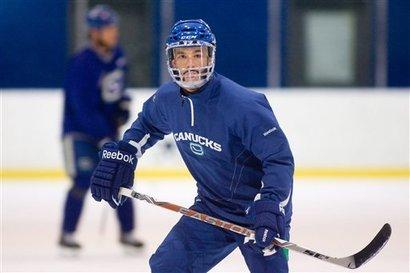 82117_canucks_hockey