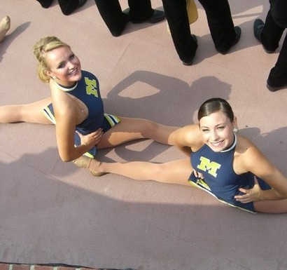 Michigan_cheerleaders1