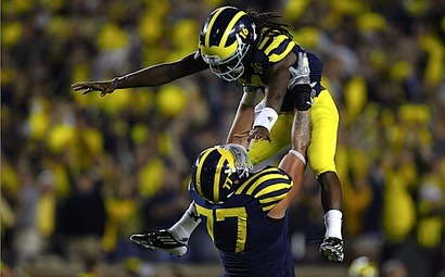 Michigan_forgets_everything_it_knows_about_football_and_lets_denard_robinson_take_it_from_there