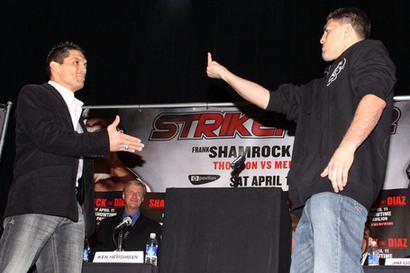 Nick-diaz-gives-frank-shamrock-the-finger11_medium