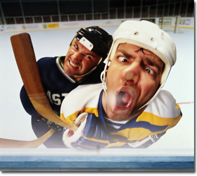 Adult_hockey_play_fight