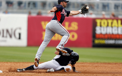 Dan_uggla_atlanta_braves_v_new_york_yankees_v7nx4kfkwdax