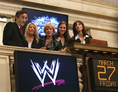 Wwe_ceo_linda_mcmahon_rings_new_york_stock_r_ng_kfimrel