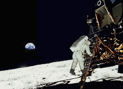Apollo-11-on-the-moon-picture-950x690