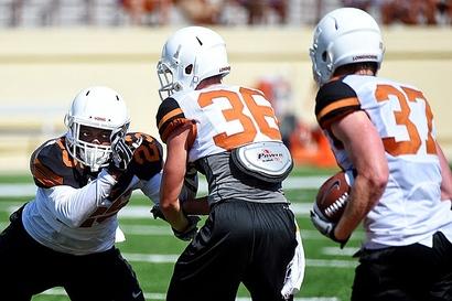 Davis_antwuan_texas_football_practice