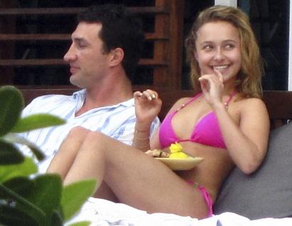 Hayden-panettiere-pink-bikini-babe-07