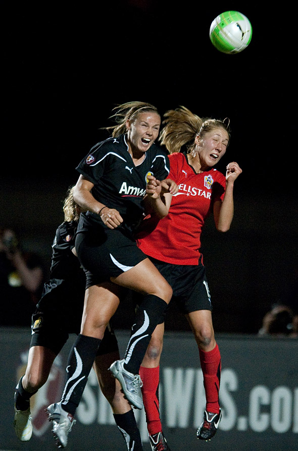 Carrie Dew heads in a late winner for FC Gold Pride. Photo: John Todd, isiphotos.com, centerlinesoccer.com.