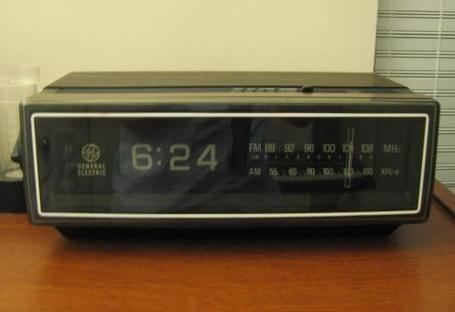 Old__75_clock_radio_medium