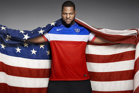 Ndamukong-suh-wears-new-us-soccer-kit-1_medium