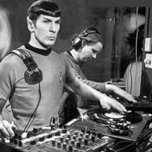 Spock_as_a_dj