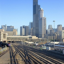 Chicago_skyline_with_trains