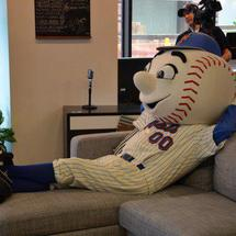Mr._met_chillin