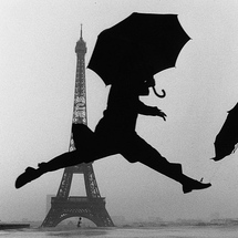 Elliott_erwitt_france_paris_1989_tour_eiffel_100th_anniversary_01