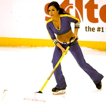 020913-nhl-ice-girls-ln-g2_20130209165942206_600_400