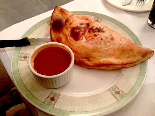 Frank%20Pizza%20House%20Calzone_AmaScriver.JPG