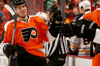 Brayden Schenn signs contract extension with Flyers