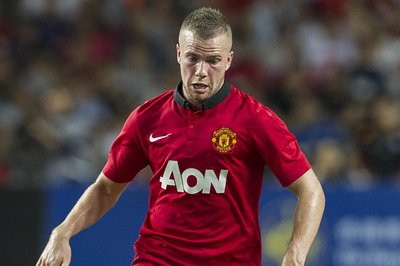 Everton eye Cleverley deal
