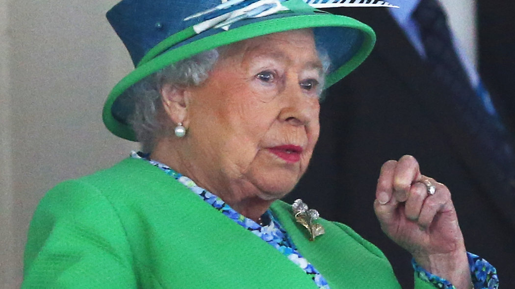 The Queen of England is expertly photobombing Commonwealth Games selfies