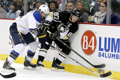 Sidney Crosby hurt his wrist vs. St. Louis Blues