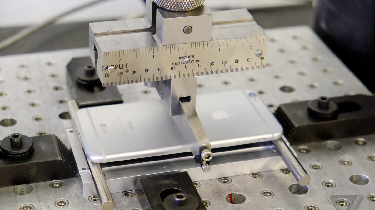 Consumer Reports tests Apple's iPhone 5 and 6 for bends against Android rivals
