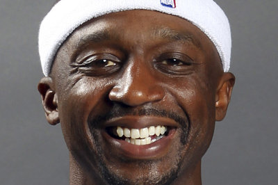 Jason Terry makes first appearance in a Rockets jersey at media day