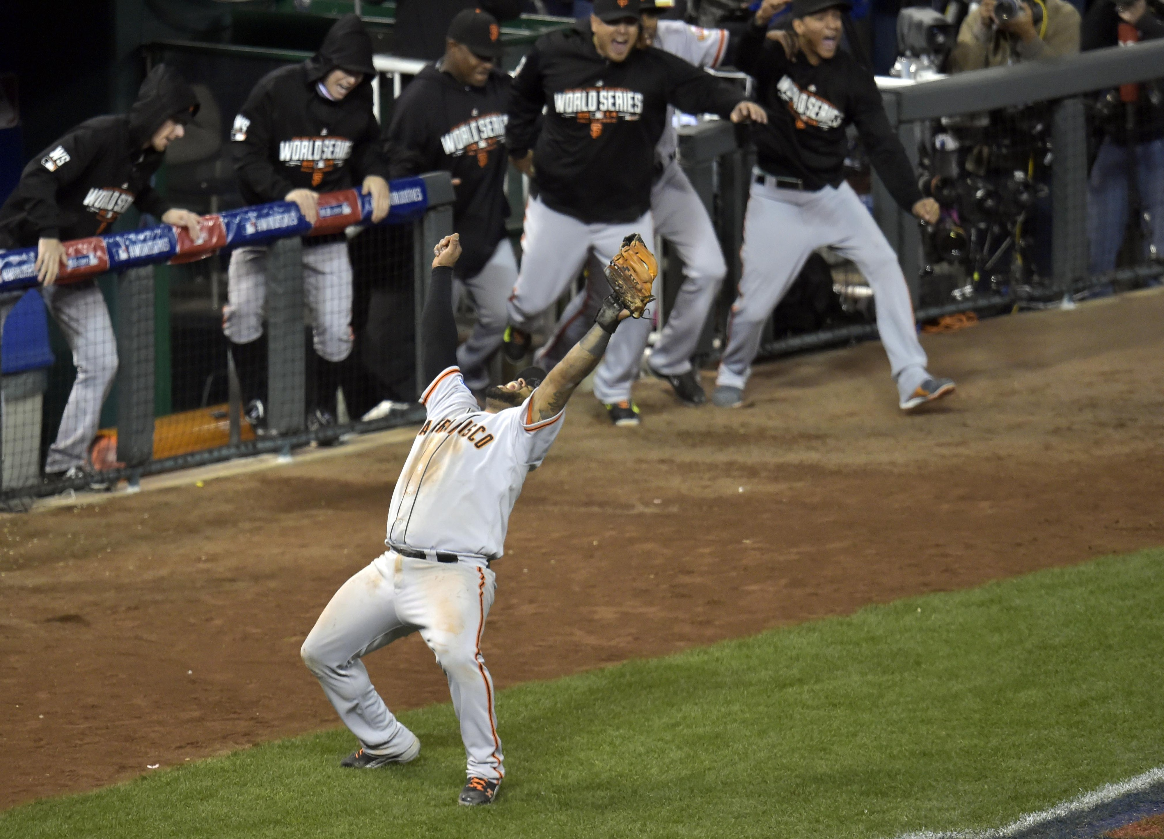 Giants give Royals a lesson in old school in Game 7
