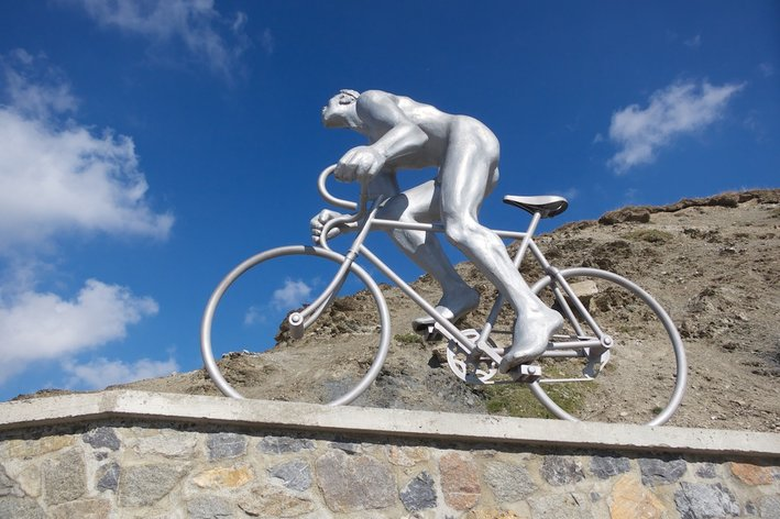 Photo: This fabulous statue represents Oscar Lapize. Lapize won the 1910 Tour. G�ant du Tourmalet - will