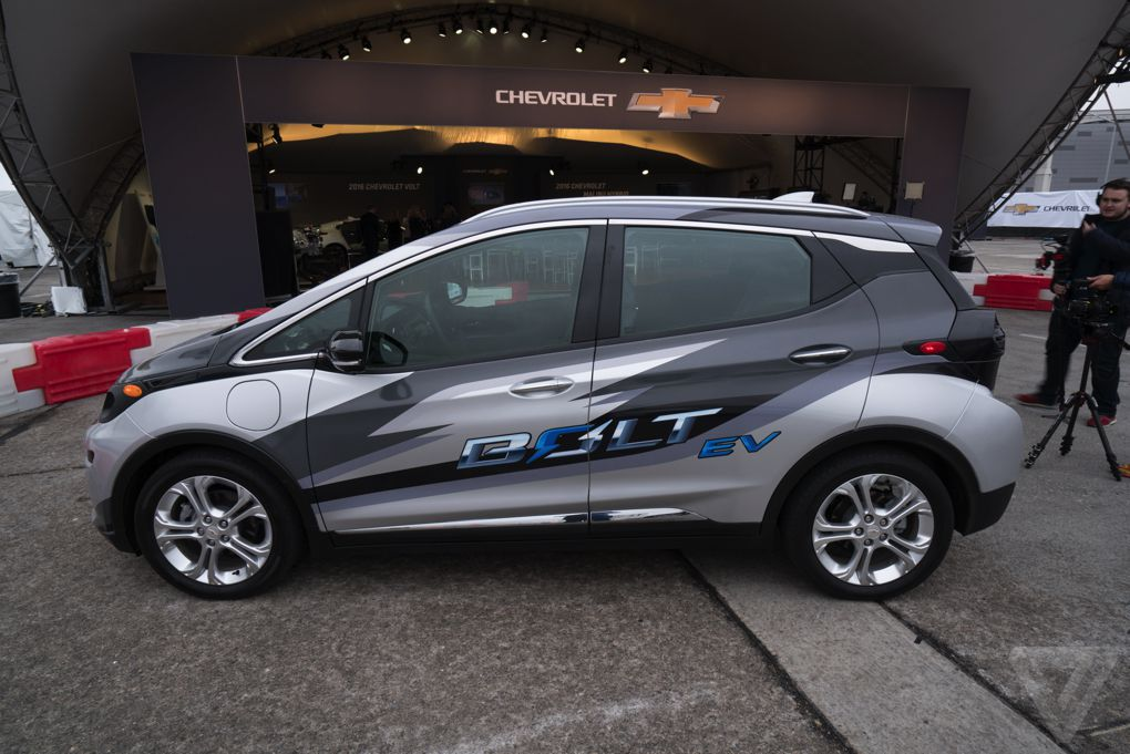 i drove the chevy bolt gm 39 s electric car for everyone the verge. Black Bedroom Furniture Sets. Home Design Ideas