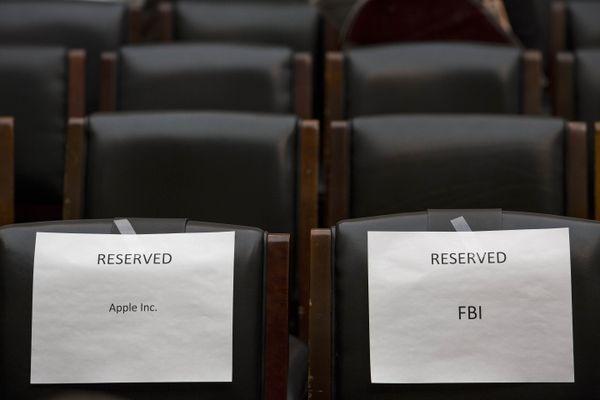 Apple, FBI.