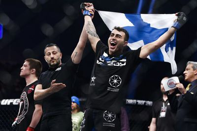 Video: Emotional Makwan Amirkhani dedicates submission win to mother in touching moment