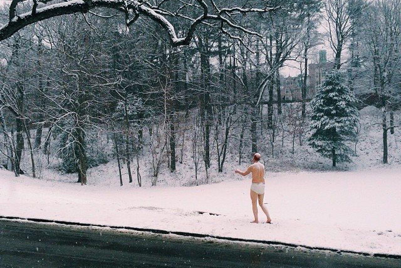 Half-Naked Male Sleepwalker Statue Gets A Frosty Reception -3434
