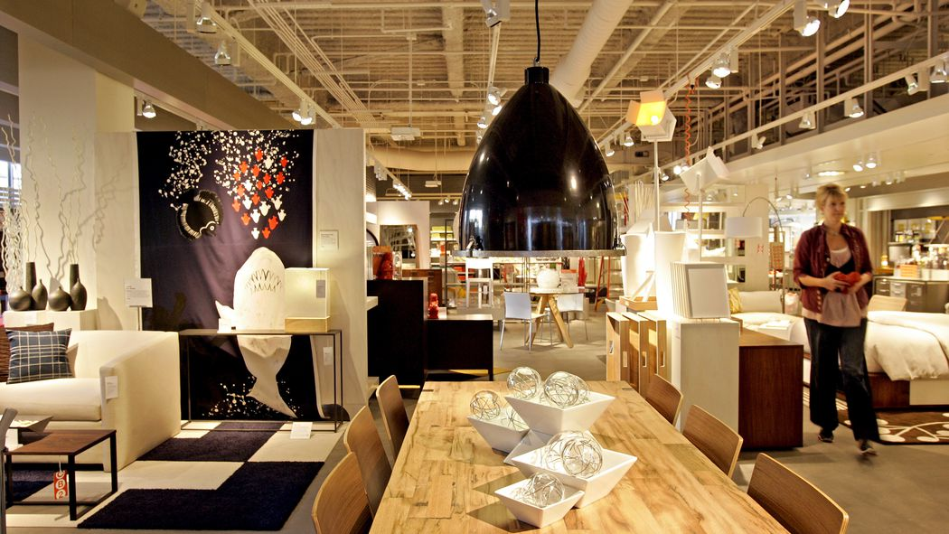 why so many big box stores like crate barrel are leaving midtown racked ny. Black Bedroom Furniture Sets. Home Design Ideas