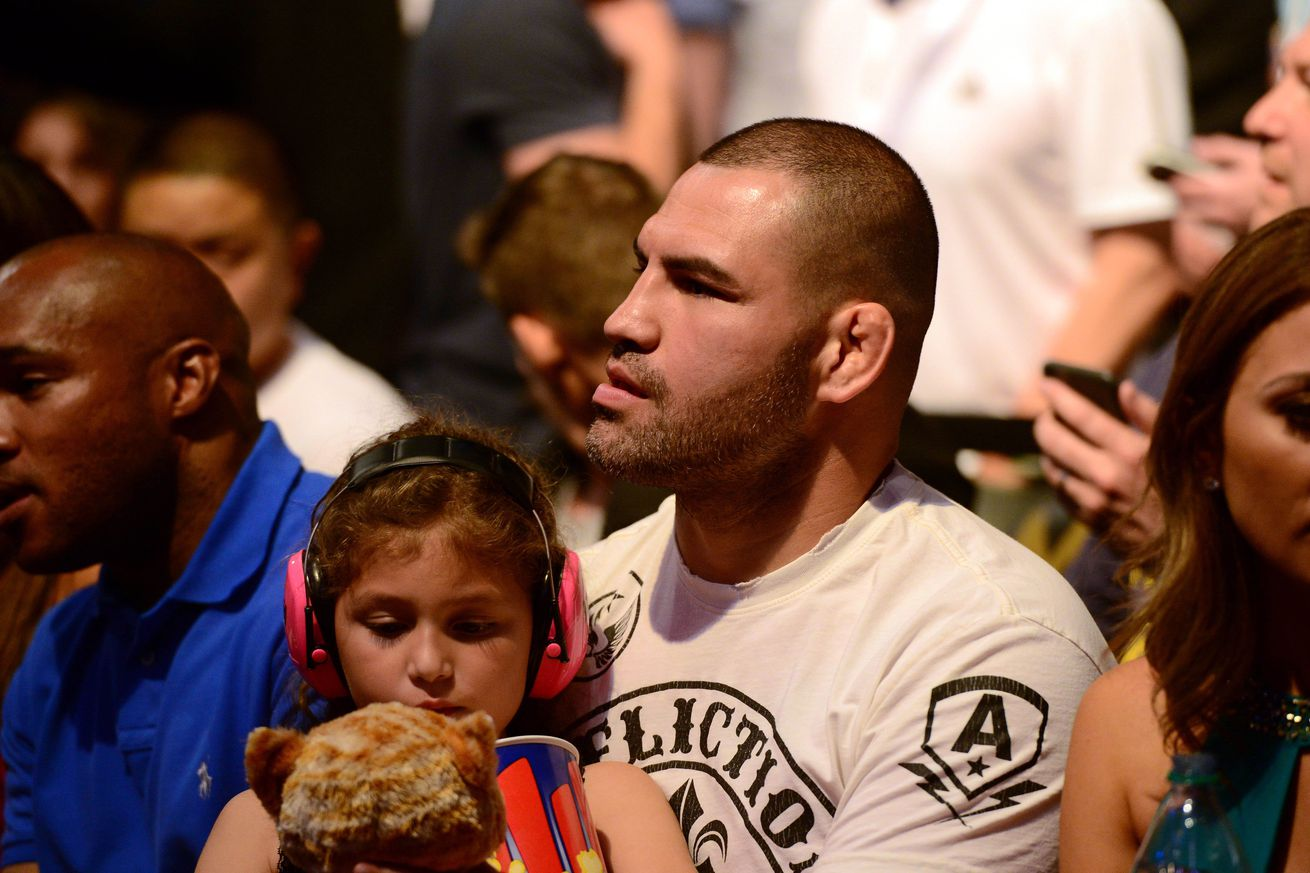 Cain Velasquez wont back Conor McGregor in UFC 200 drama: Its not fair to the other fighters