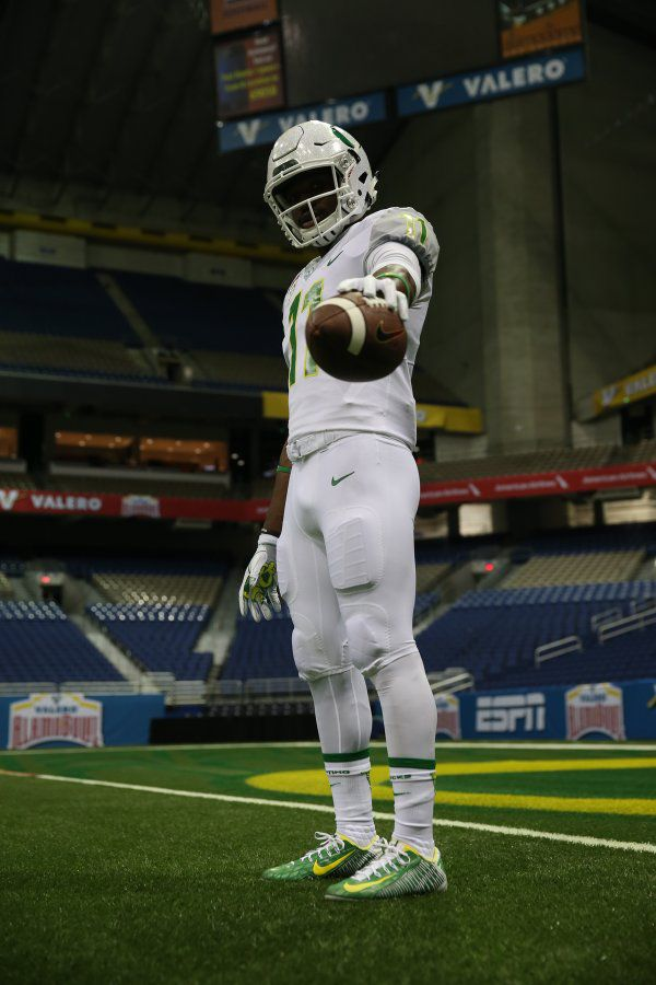 the slick, 2016 Oregon's  all-white are Here for uniforms