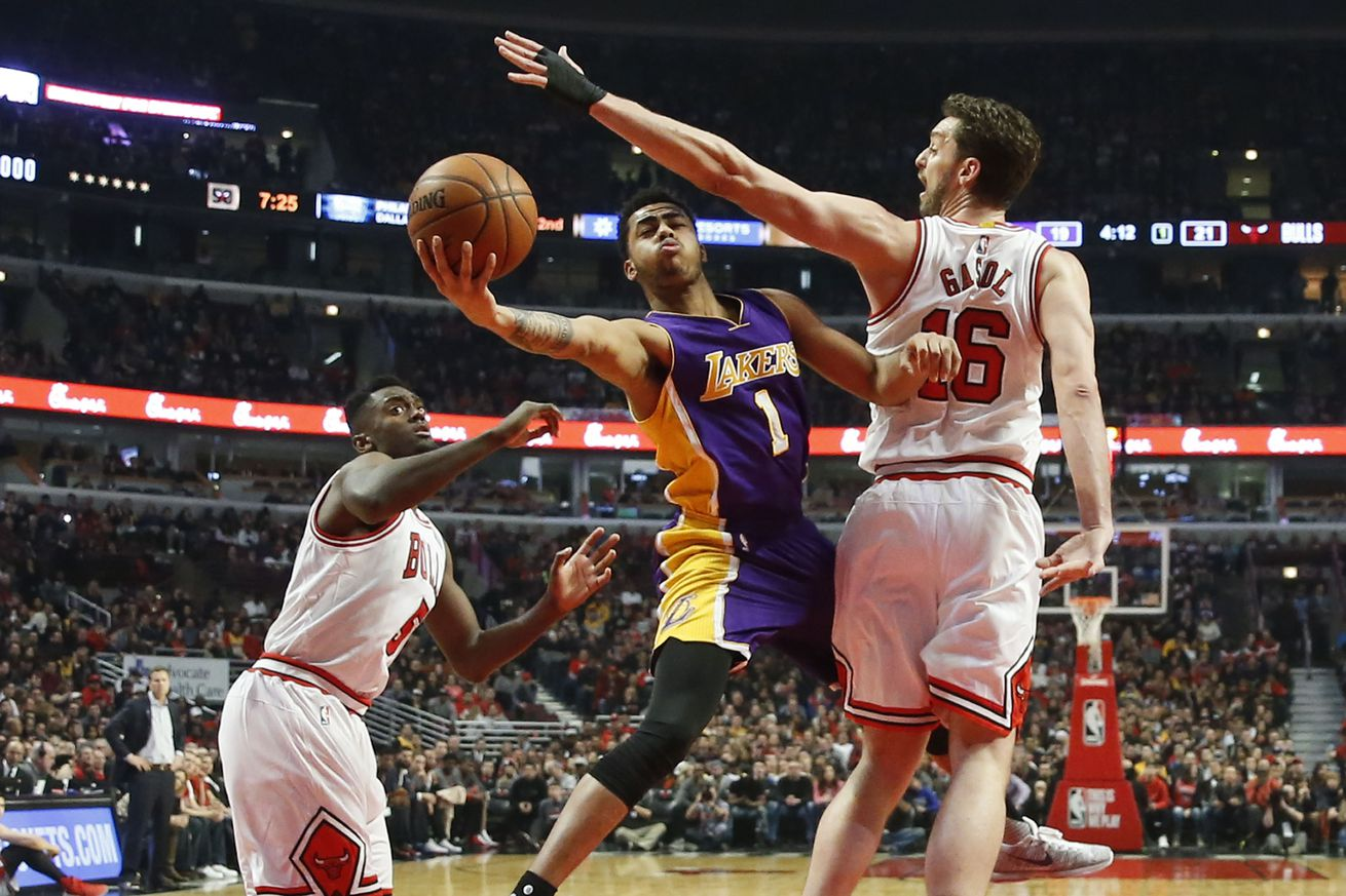 Lakers vs. Bulls Final Score: Lakers open road trip with 126-115 loss in Chicago - Silver Screen ...