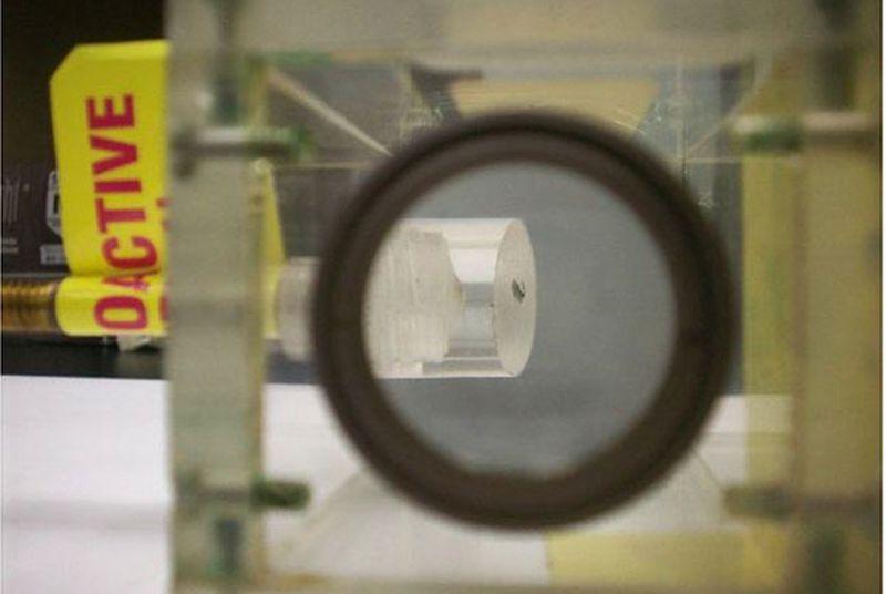 Первый видимый образец плутония обнаружен в хранилище Калифорнийского университета