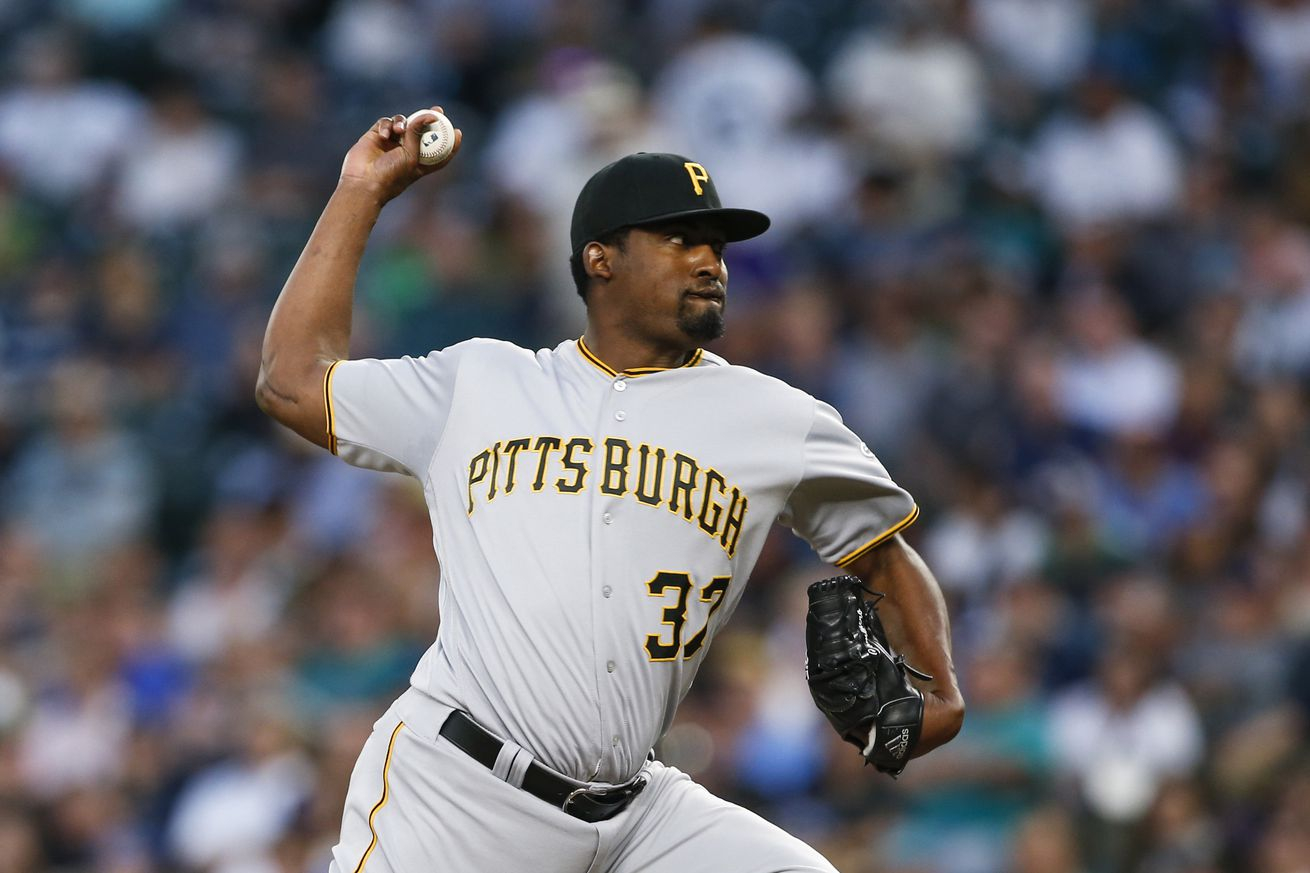 Mariners make two trades, get relievers Caminero, Venditte