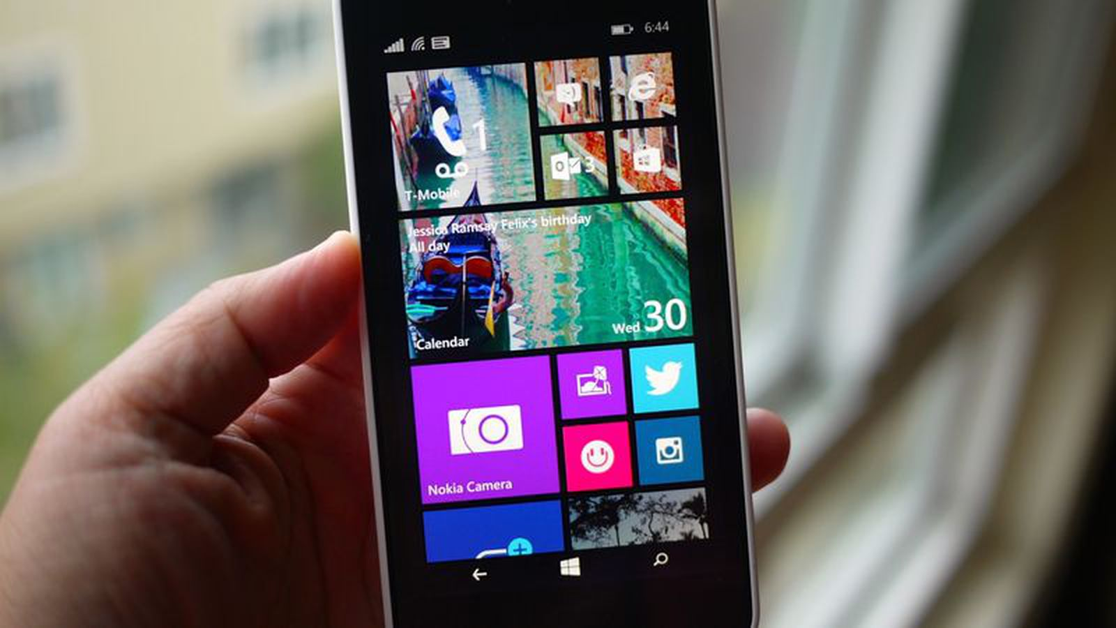 Microsoft is giving up on consumer smartphones, too