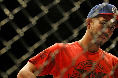 community news, UFC Fight Night 76 results: Louis Smolka submits Patrick Holohan by rear naked choke in wild, back and forth affair