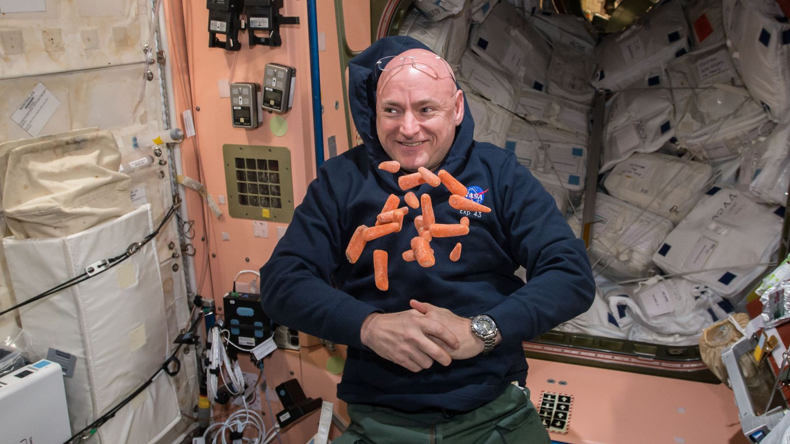Watch Nasa Astronaut Scott Kelly S First Spacewalk