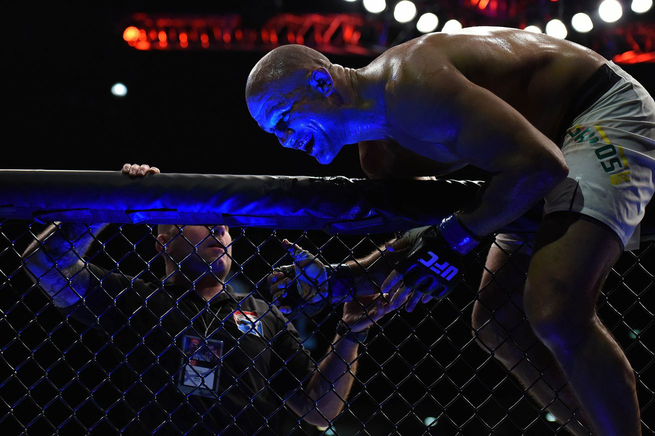 community news, Junior dos Santos: If Cain Velasquez and Alistair Overeem lose their fights, I deserve next UFC title shot